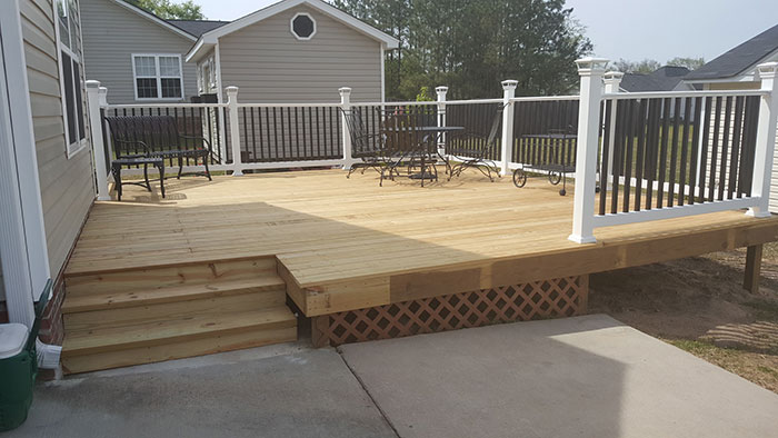 3 reasons to build a backyard deck